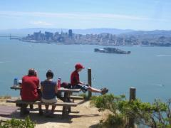 [Photo : famille sur Angel Island]