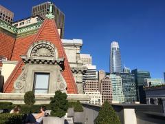 [Photo : Vue sur les toits du Downtown San Francisco]