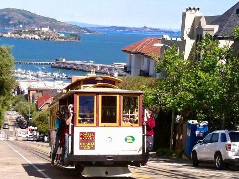 Photo : Cable Car en haut de Lombard Street San Francisco