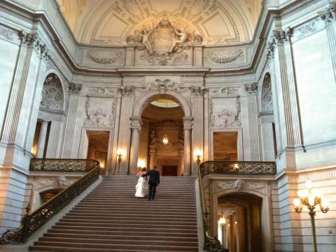 Photo : Grand escalier sous la rotonde de la mairie ou City Hall San Francisco