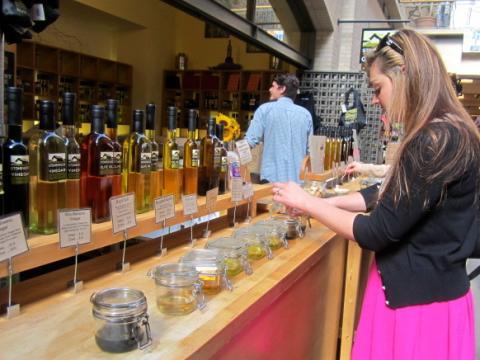 Photo : Dégustation d'huile d'olives dans le Ferry Building San Francisco