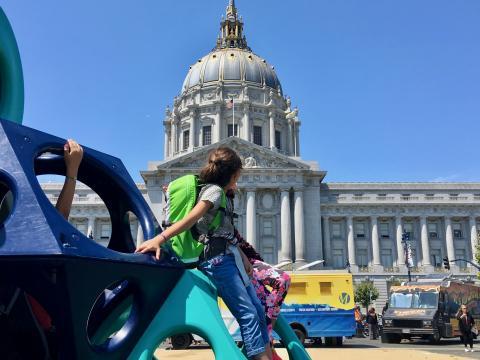 Photo : Jeux devant la mairie de San Francisco